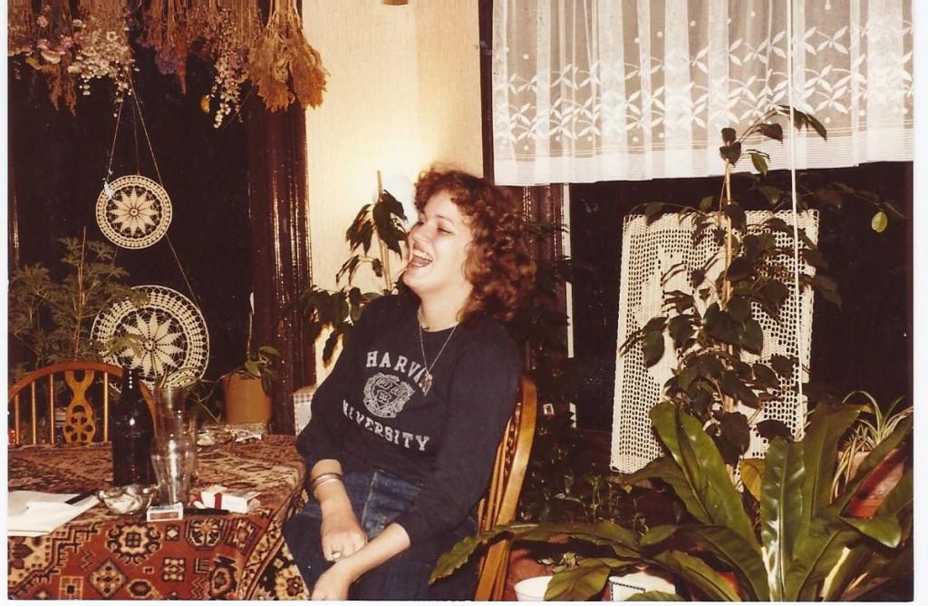 Blog Overhaar, in the Seventies, Planten, inrichting, Leiden, Roken, Tafelkleed, bier en heel veel planten en droogbloemen,