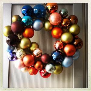 kerstkrans en kerstversiering, advent, hobby, kerstballen, lichtjes, mooi, blog, overhaar,