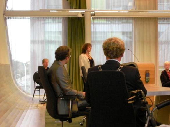 De bijeenkomst werd muzikaal opgeluisterd doo onder anderen een zangeres. Zie ook facebook.com?overhetwestland