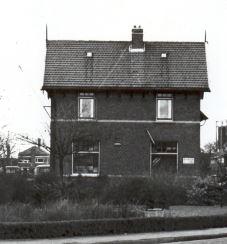 In het artikel inde krant is sprake van het station in de Verspijcklaan. Dit is het.