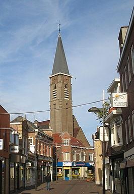 De kerktoren van de H.Adrianuskerk in Naaldwijk had eigenlijk 92 meter hoog moeten zijn.
