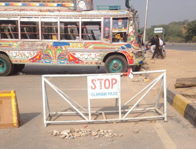 Islamabad Highway Blocked   Faizabad Interchange   Islamabad Expressway Situation   Dharna at Faizabad