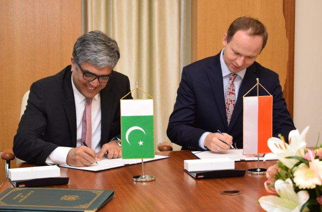 MOU Signed Between Pakistan and Poland