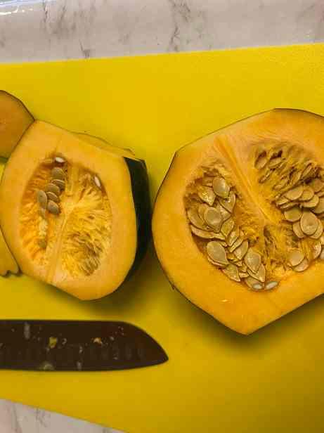 How to cut acorn squash