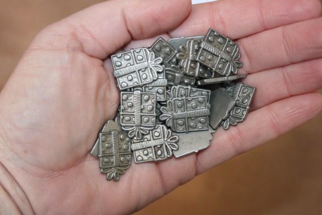 metal-gift-embellishments