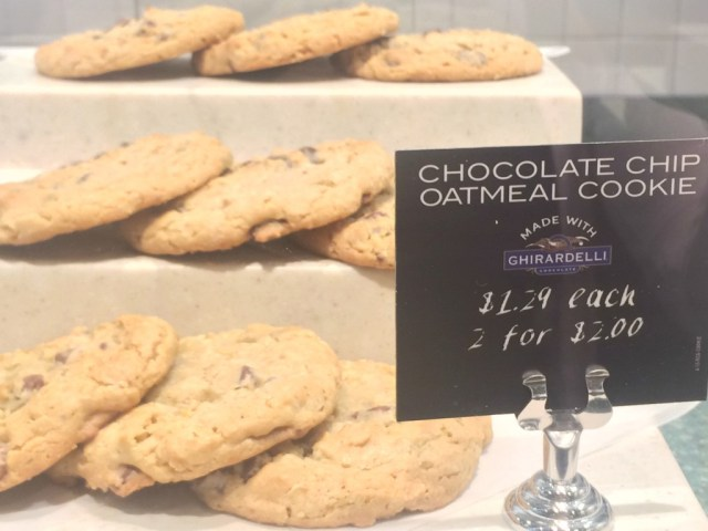 chocolate-chip-oatmeal-cookie