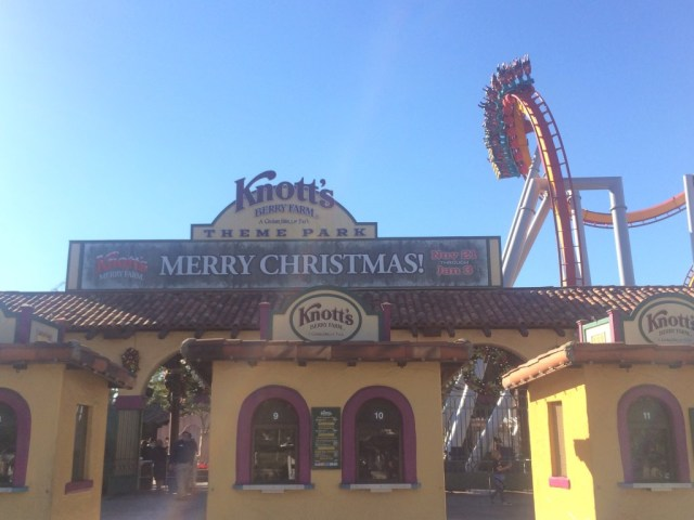 Knotts-Merry-Farm-Facade