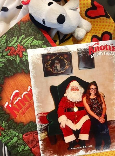 knotts-merry-farm-santa-photo
