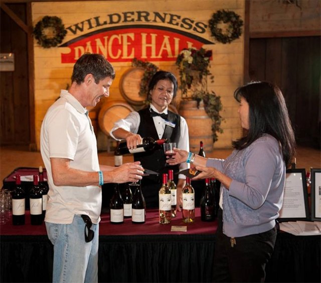 knotts-berry-farm-boysenberry-festival-wine-and-craft-brew-garden