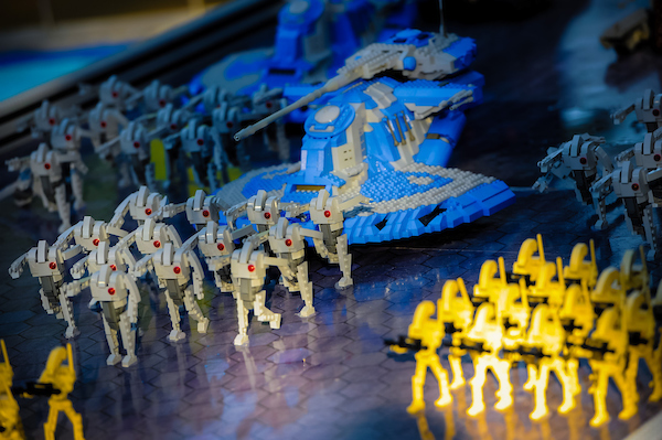 legoland-florida-star-wars-days--more-models