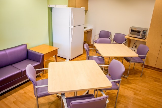 choc-childrens-nicu-family-dining-area