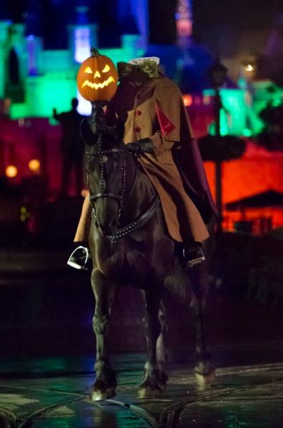 mickeys-halloween-party-headless-horseman