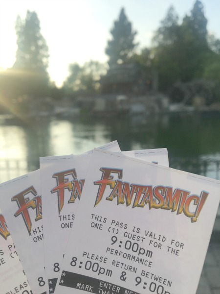 disneyland-fantasmic-fast-passes