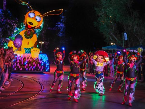 pixar-fest-play-parade-2
