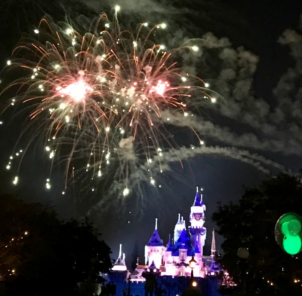 disneyland-holidays-fireworks