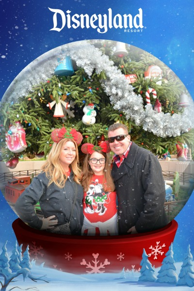 disneyland-photo-pass-snowglobe