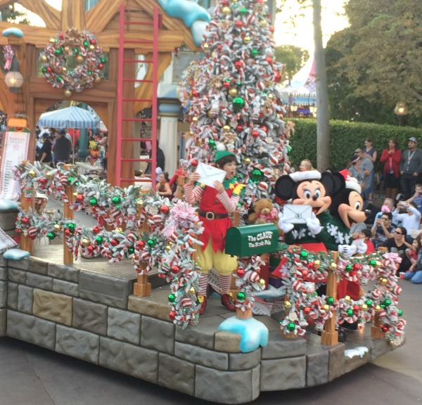 holidays-at-disneyland-resort-a-christmas-fantasy-parade-2