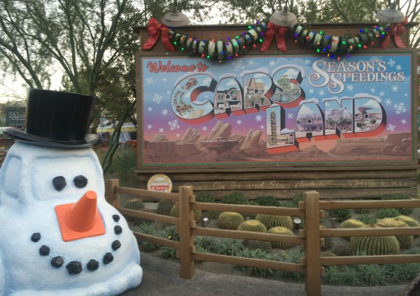 holidays-at-disneyland-resort-carsland-1