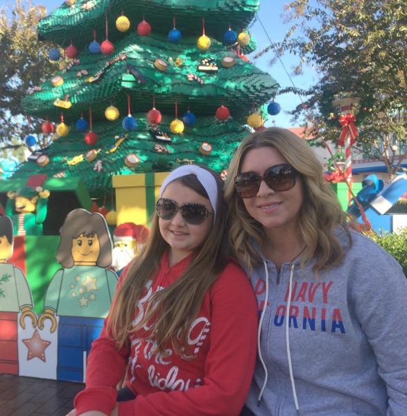 legoland-holidays-us-with-tree