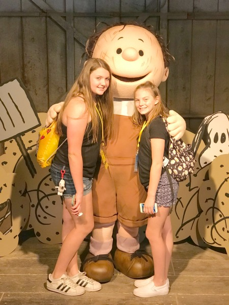 knotts-peanuts-celebration-photo-with-pigpen