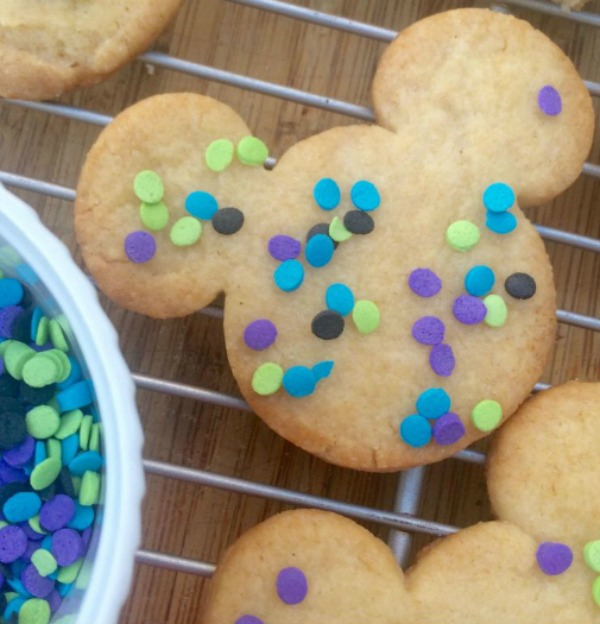 simple-mickey-mouse-cookies