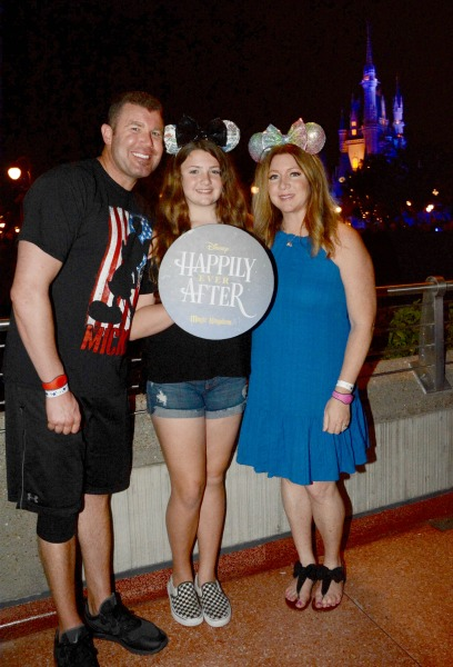 happily-ever-after-dessert-party-photopass-family-photo