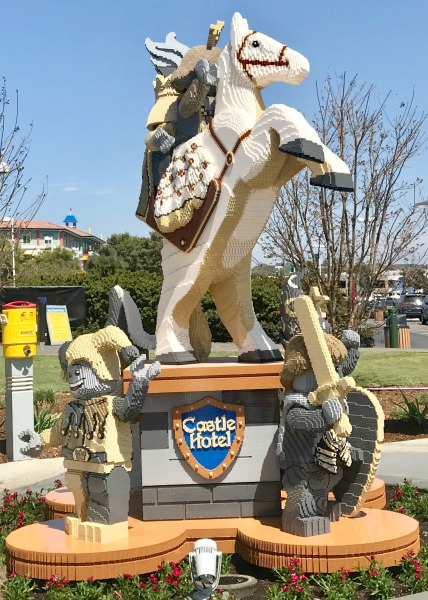 legoland-castle-hotel-horse-statue