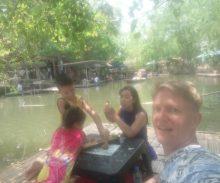 Nieuwe floating market van Petchaburi Kwanchow -