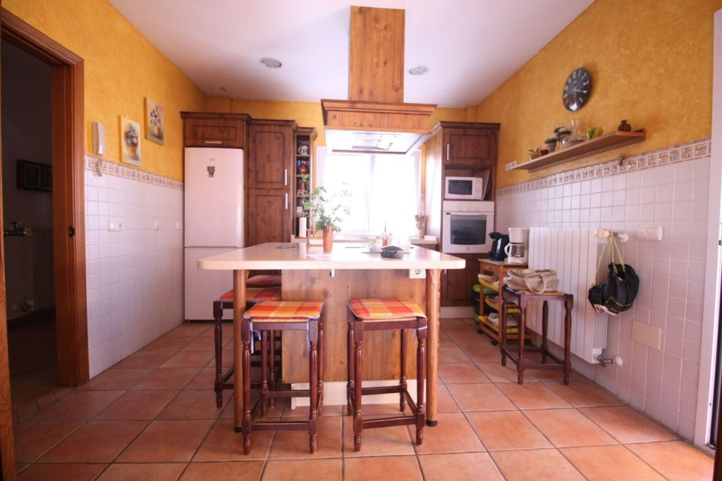 Villa – Semi Detached for Sale in Pueblo Nuevo de Guadiaro, Cádiz, Spain