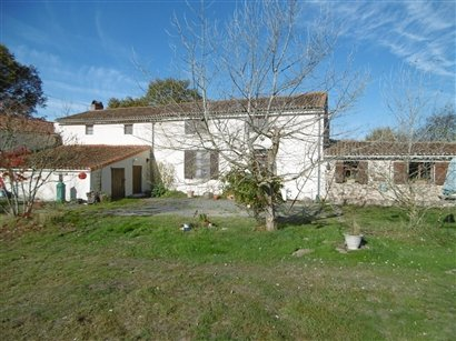 House for Sale in Amailloux, Poitou-Charentes, France