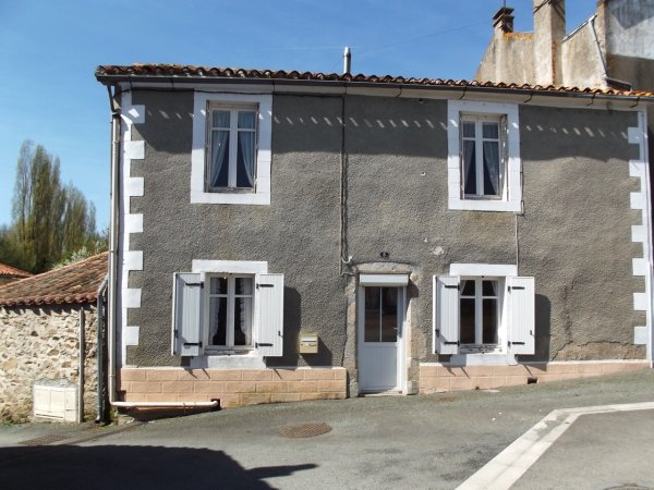 House for Sale in Adilly, Poitou-Charentes, France