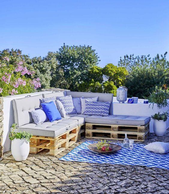 https www oviala com content 348 diy comment faire son salon de jardin en palettes nos conseils et astuces