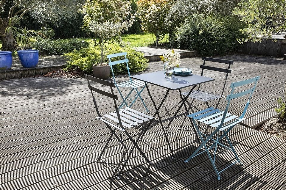 tables et chaises style bistrot