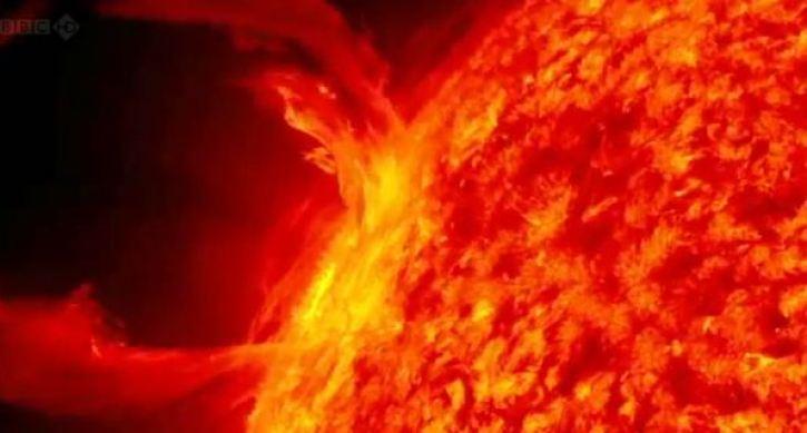 NASA deve levar humanos à Lua até 2026 para evitar as erupções do Sol