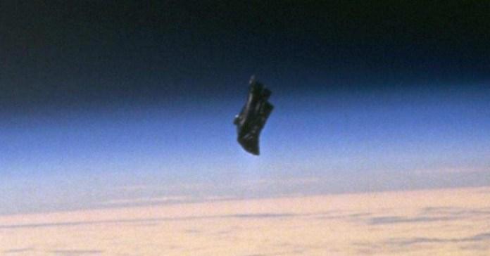 """O """"Cavaleiro Negro"""" é realmente um satélite alienígena?"""