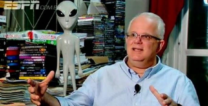"""Editor chefe da Revista UFO alertou vereador antes deste premiar o """"pai do ET Bilú"""""""