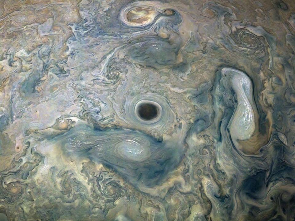 Enorme abismo aparece em Júpiter e NASA não sabe explicar a causa