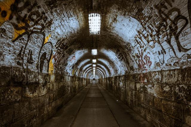 Governo dos EUA está buscando 'túneis urbanos subterrâneos' para testes secretos urgentes