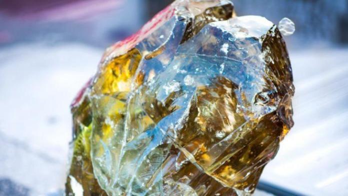 """Meteorito estranho descoberto na Sibéria contém um cristal """"não natural"""""""