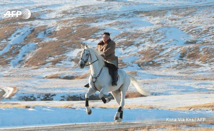 Ditador norte coreano cavalga em montanha sagrada - grande decisão à frente?