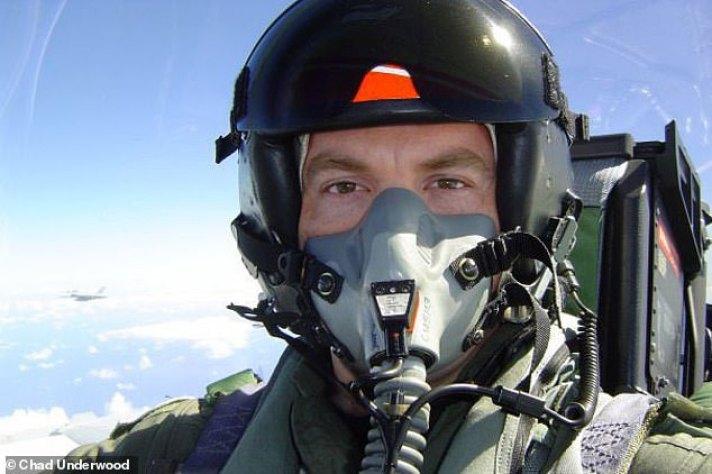 """Piloto de caça dos EUA diz que OVNI desativou  suas armas em um """"ato de guerra"""""""