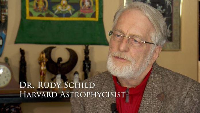 Astrofísico de prestígio fala abertamente sobre OVNIs e a consciência