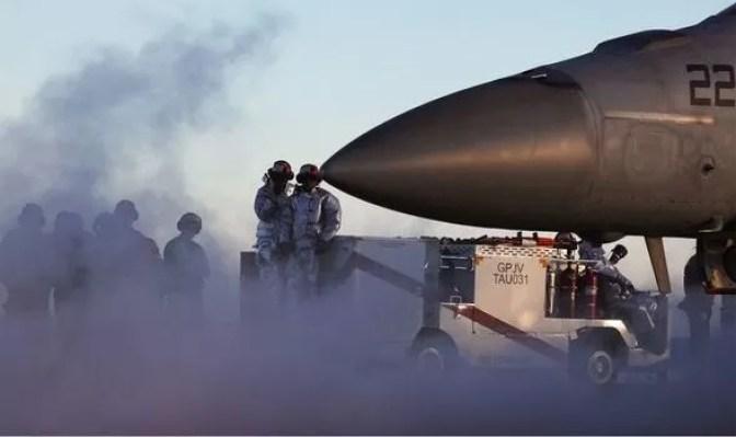 """Jato militar teve encontro com """"OVNI prateado do tamanho de uma mala"""""""