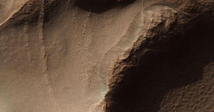 Cientistas encontram novas evidências de rios antigos em Marte