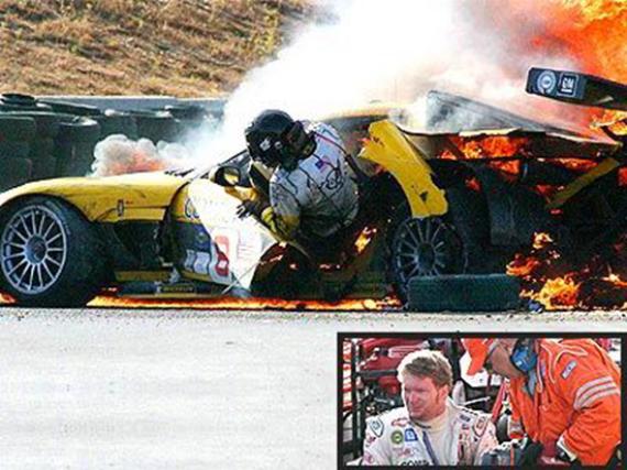 Dale Earnheardt Jr., astro da NASCAR diz que espírito o salvou de um acidente de carro em chamas