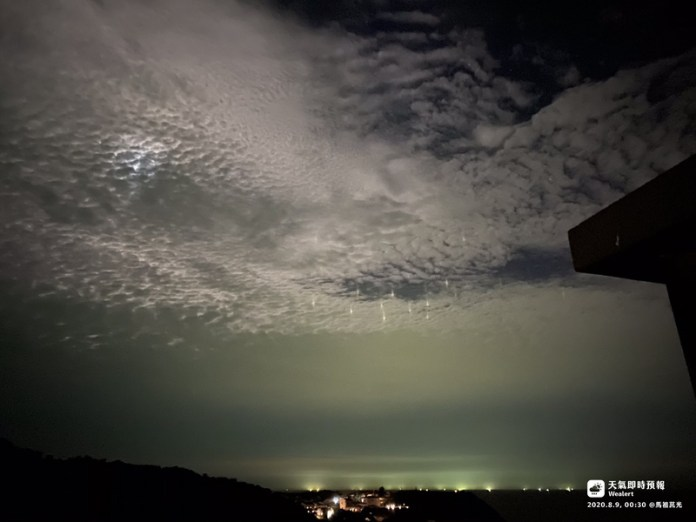 Luzes misteriosas no céu assustaram pessoas na China