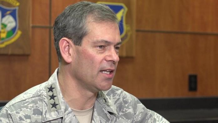 """General da Força Aérea dos EUA: """"Ocasionalmente, você vê coisas que não consegue explicar"""""""