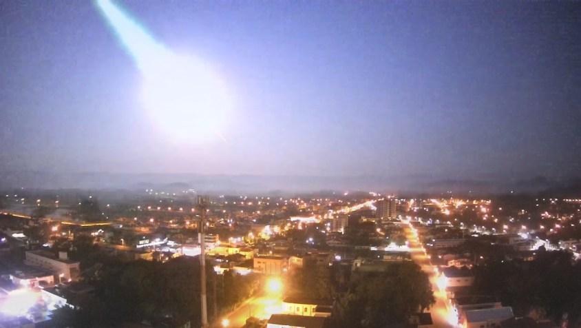 Grande meteoro explode no céu do Rio Grande do Sul - Brasil