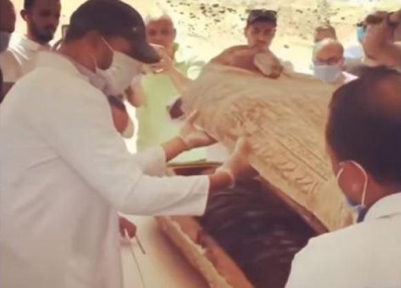 Sarcófagos intactos de 2.600 anos começam a ser abertos no Egito