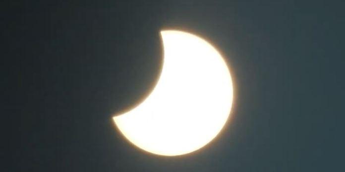 Para quem perdeu, aqui está o vídeo do eclipse solar de ontem